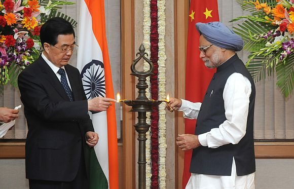 Prime Minister, Dr Manmohan Singh with the President of the People's Republic of China, Hu Jintao lighting the traditional lamp to launch the India-China year of friendship and cooperation, in New Delhi