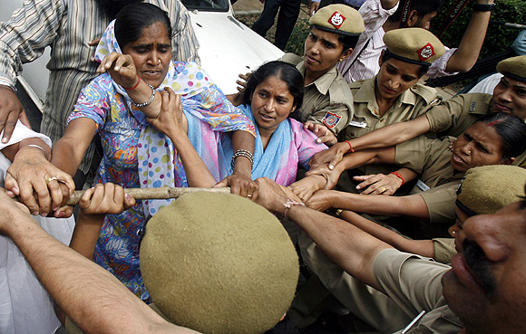 Sikh women scuffle with police during a protest against Jagdish Tytler and Sajjan Kumar, who were accused of leading anti-Sikh riots in 1984