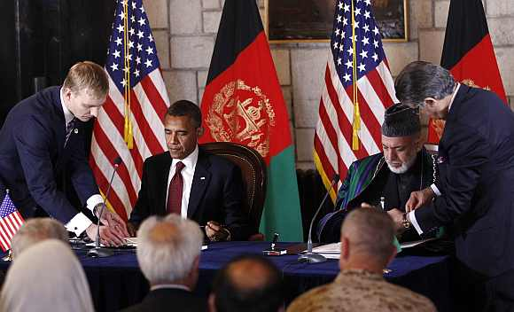 Obama and Karzai sign the Strategic Partnership Agreement at the Presidential Palace in Kabul