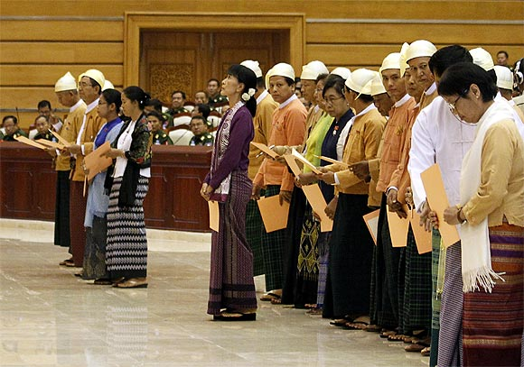 PHOTOS: Suu Kyi sworn in to Myanmar parliament