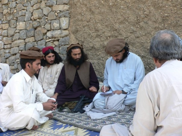 Hakimullah Mehsud with Pakistani journalists
