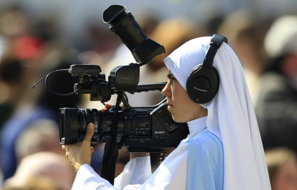 PHOTOS: A nun films the pope, pole dancing class and more