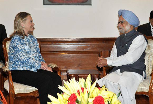 US Secretary of State Hillary Clinton interacts with Indian Prime Minister Manmohan Singh