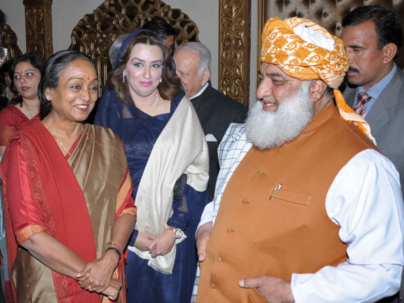 Lok Sabha Speaker Meira Kumar and Indian High Commissioner Sharat Sabharwal at a reception with Maulana Fazlur Rahman