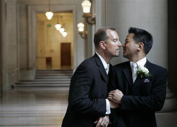 Same-sex marriage: Obama's thumbs-up sparks debate