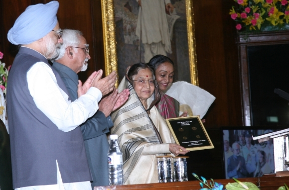 President Pratibha Patil releases coins in the denomination of Rs 10 and Rs 5 at the function to mark the 60th anniversary of Parliament