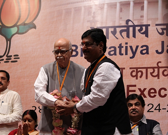 Senior BJP leaders LK Advani and Gopinath Munde
