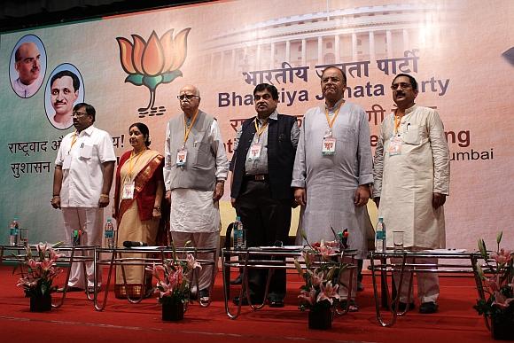 (From left) Maharashtra BJP president Sudhir Mungantiwar with senior BJP leaders Sushma Swaraj, LK Advani, Nitin Gadkari and Arun Jaitley
