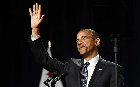 US President Barack Obama waves during a fund raising event at the Fox Theatre in Redwood City, California