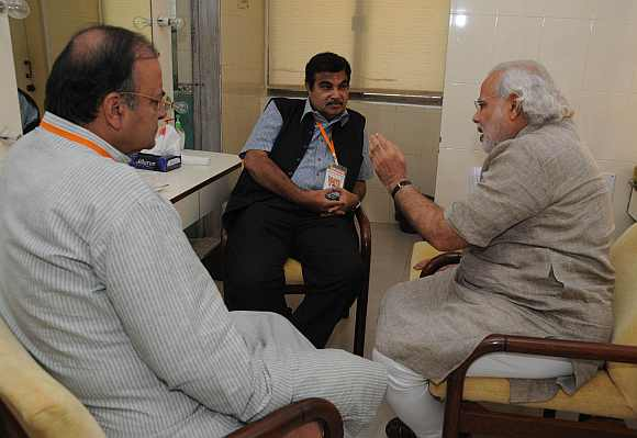 BJP President Nitin Gadkari, Gujarat CM Narendra Modi and Leader of Opposition Arun Jaitley have a chat at Mumbai