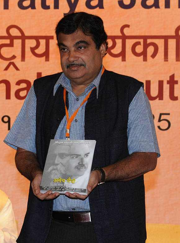 Gadkari releases a book at the meet