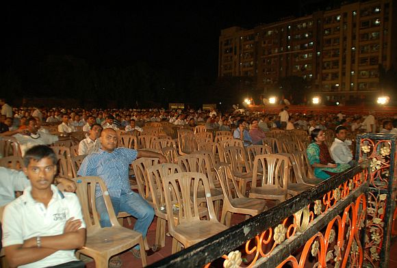 Crowds vanished when Modi finished talking
