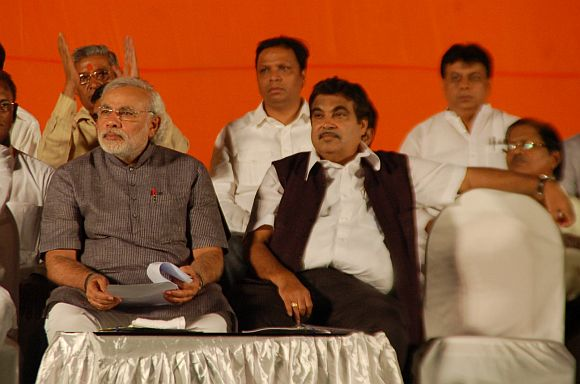Modi and Gadkari at the BJP meet