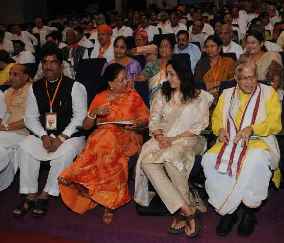 (Left to right) BJP leader Rajnath Singh, Gopinath Munde, Vasundhara Raje Scindia, Hema Malini and MM Joshi at the BJP national executive meet in Mumbai
