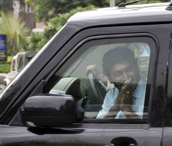 YSR Congress leader Jagan Mohan Reddy arrives at the CBI headquarters in Hyderabad before his arrest