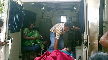Janabai Manjre (sitting) and Sandhya Haribhakta (on the stretcher)