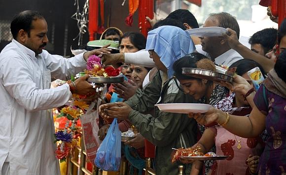Pilgrims at the  Khir Bhawani temple at Tullamulla
