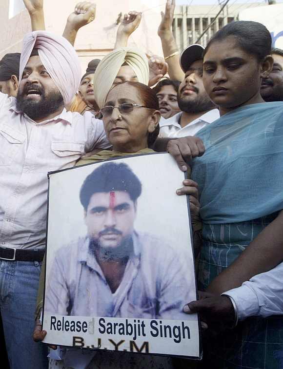 Sarabjit Singh's family appeals for his release in Amritsar
