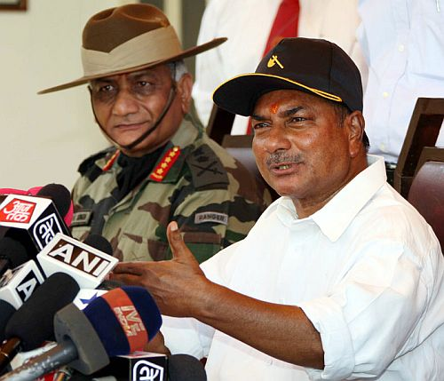 Defence Minister, A K Antony addresses a press conference at Jaisalmer during his visit to Rajasthan with Gen Singh