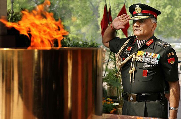 Gen VK Singh pays homage at Amar Jawan Jyoti, in New Delhi