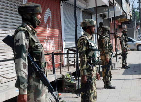 Security personnel has cordoned off the site of the militant attack in Srinagar