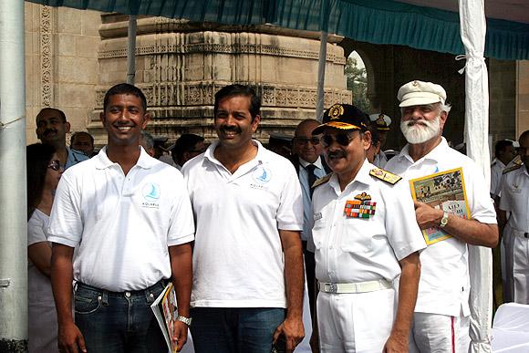 Abhilash Tomy with Ratnakar Dandekar, Shekhar Sinha and M P Awati
