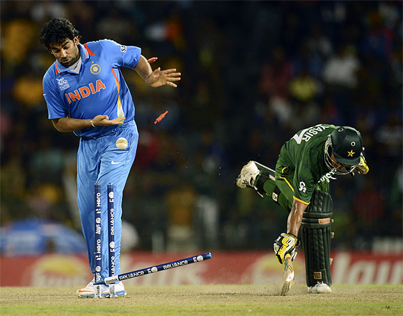 India, Pakistan play cricket