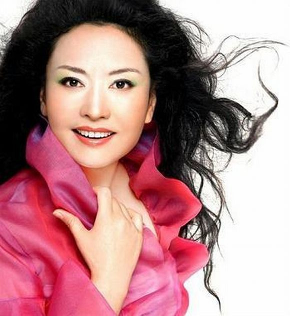 The cover of Xi Jinping's wife Peng Liyuan's musical album