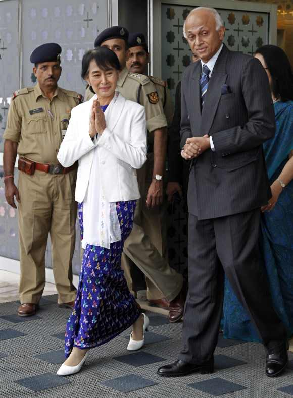 Suu Kyi with Foreign Secretary Ranjan Mathai in New Delhi