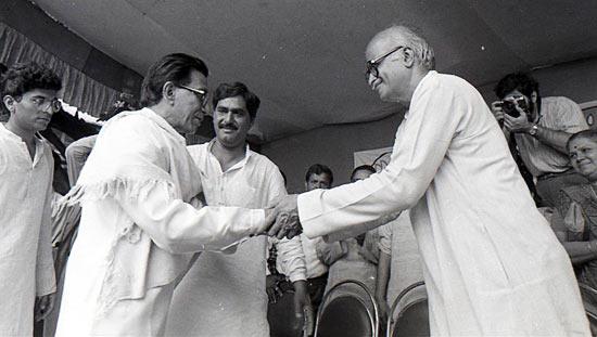 Thackeray wishing BJP's L K Advani in Mumbai during his rath yatra to Ayodhya