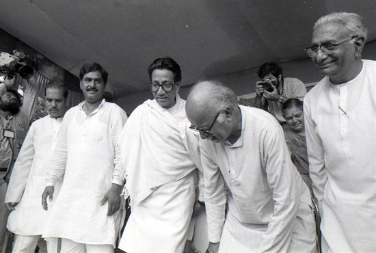Thackeray with L K Advani in Mumbai during his rath yatra to Ayodhya