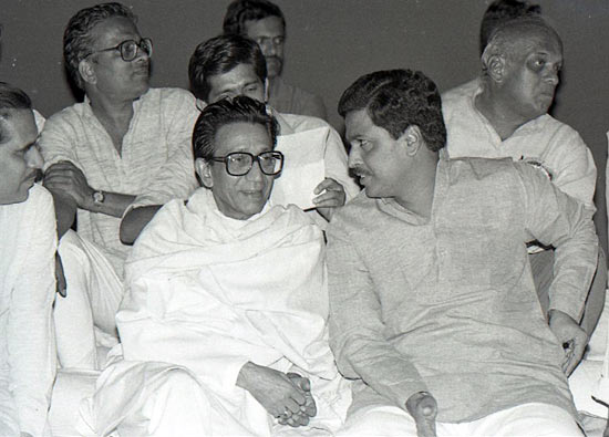 Thackeray with BJP's late Pramod Mahajan, architect of the BJP-Shiv Sena alliance
