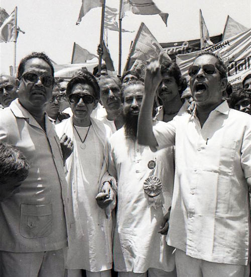 Thackeray leading a demonstration of Shiv Sena workers in Bhiwandi