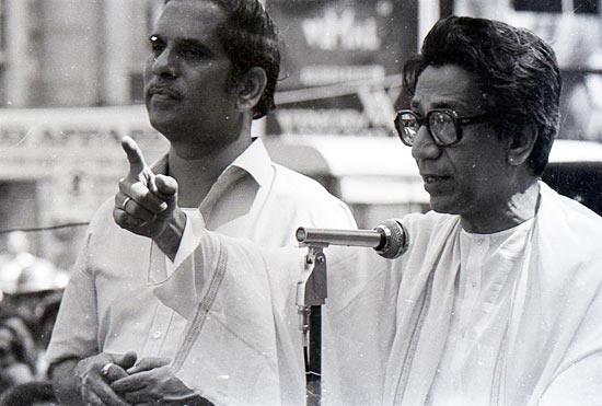 Bal Thackeray addressing Shiv Sainiks