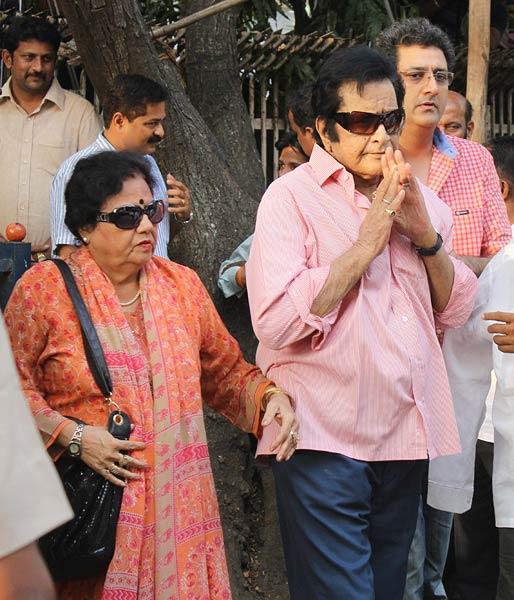 Salman Khan, Nitin Gadkari visit ailing Thackeray