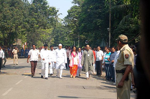 Outside Matoshree, a vigil for Bal Thackeray