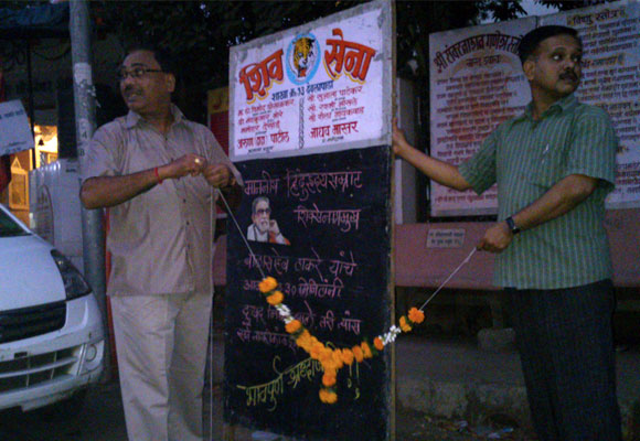 In Borivali in suburban Mumbai, the news of Thackeray's demise being put up by Sena workers