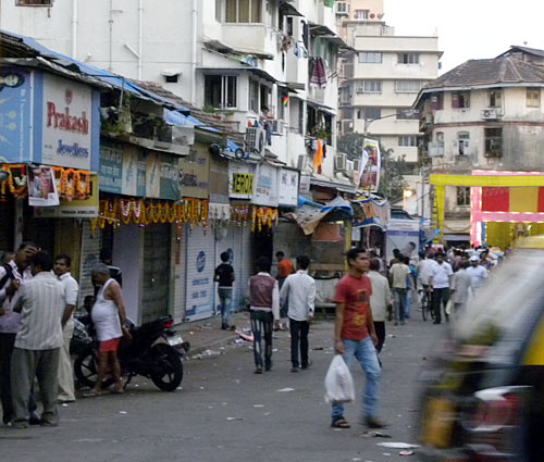 Colaba market shuts down after new of Thackeray's death