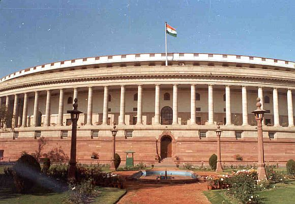 Reality hits PM @ dinner; ready to discuss FDI in Parl