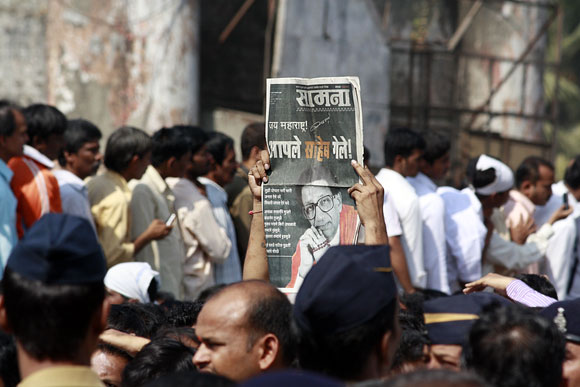Close-up PHOTOS: Thackeray's last journey