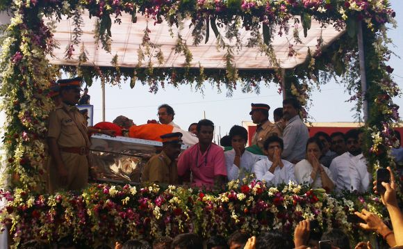 Uddhav Thackeray's son Aditya acknowledges supporters' tributes