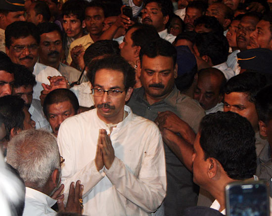 Uddhav acknowledges condolences from visitors