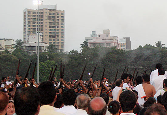 A Mumbai police contingent gives a 21-gun salute to Bal Thackeray