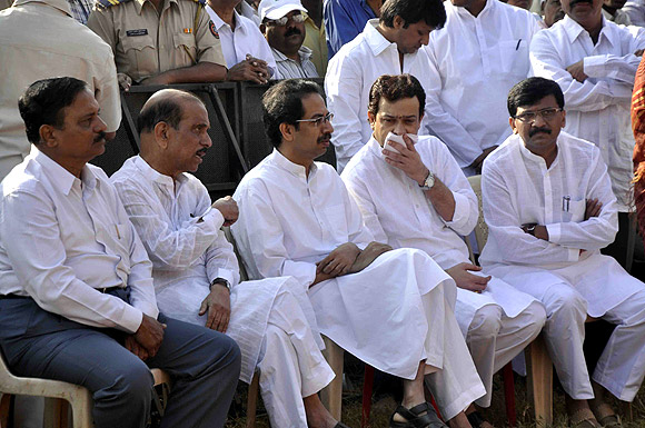 Uddhav along with Shiv Sena leaders at Shivaji Park