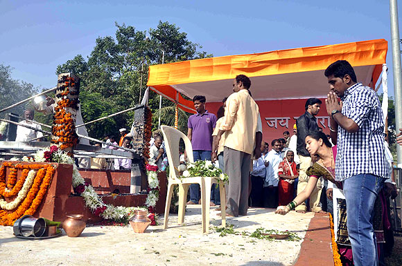 Sena workers pay tribute at Shivaji Park