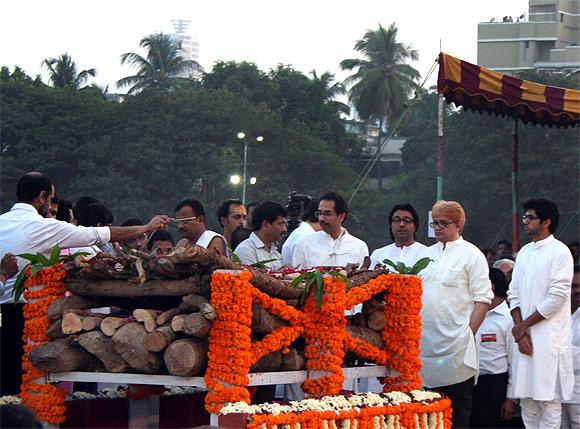 Uddhav and Raj Thackeray at the funeral ceremony of Shiv Sena chief Bal Thackeray