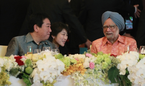 Dr Singh chats with Japan's Prime Minister Yoshihiko Noda