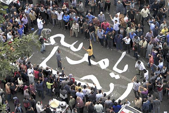 Protesters chant slogans against Egyptian President Mohamed Mursi