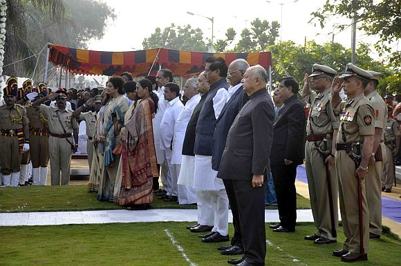 Union Home Minister Sushilkumar Shinde, Maharashtra Chief Minister Prithviraj Chavan, state Governor K Sankaranarayanan and Union Minister Sharad Pawar pay tributes at the 26/11 memorial