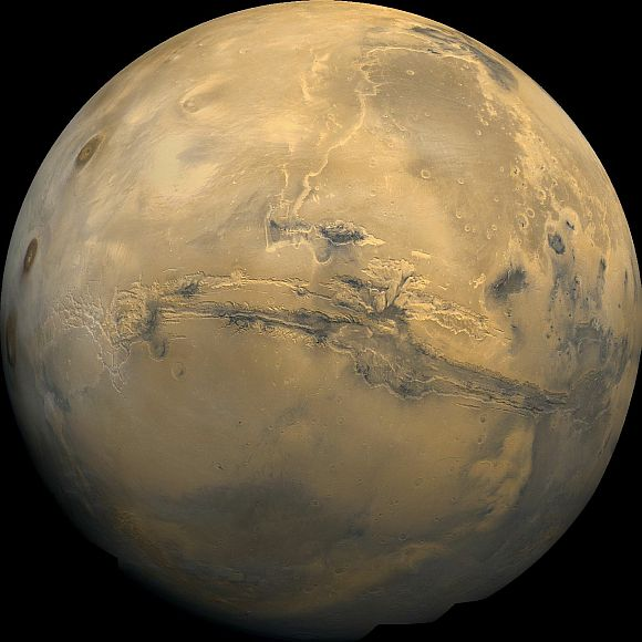 A Martian colony of 80,000 people